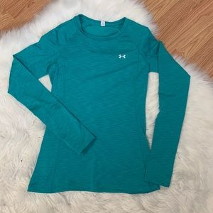 XS Under Armour long sleeve fitted tee.